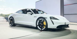 is the porsche taycan electric?