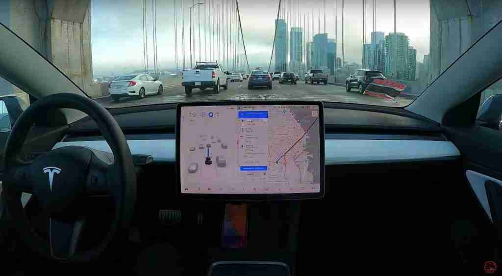Read more about the article Tesla introduces Safety Score (Beta) system that incentivizes safe driving
