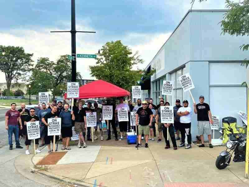 Read more about the article Chicago-area auto mechanics' strike ends after employees ratify new contract